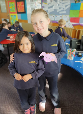 Buddy Class https://t.co/jCFAmPNB0t Last week on Friday we did buddy class. We are reading Charlotte's Web so what we had to do was make a pig. The first thing we had to do was get a cup and poke coloured sticks through it. Then we would get a pi... https://t.co/ej7J00cjBJ