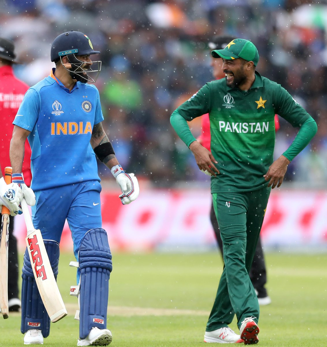 There's always time for a laugh 😄#INDvPAK #CWC19