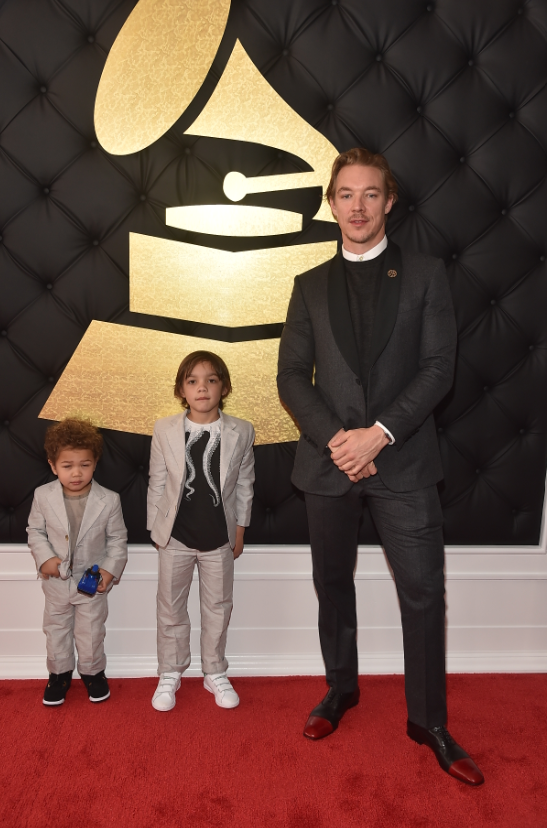 The moment when you strike your best pose with your dad (@diplo, @JC_SHAFFER, @ricky_martin, @beck) at the #GRAMMYs red carpet!   #FathersDay <br>http://pic.twitter.com/TgT2lNsMYP