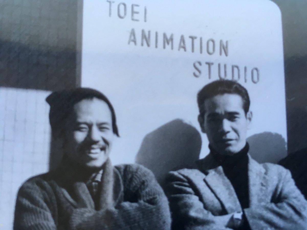 『#白蛇伝』を始め東映長編を支え続けたアニメーター#大工原章 さんは、2012年6月17日に死去されました。本日は大工原章さんの命日です。 故人を偲び『#日本のアニメーションを築いた人々』の増補改訂作業に尽力したいと思います。写真は #森康二 さん、中村和子さんと。