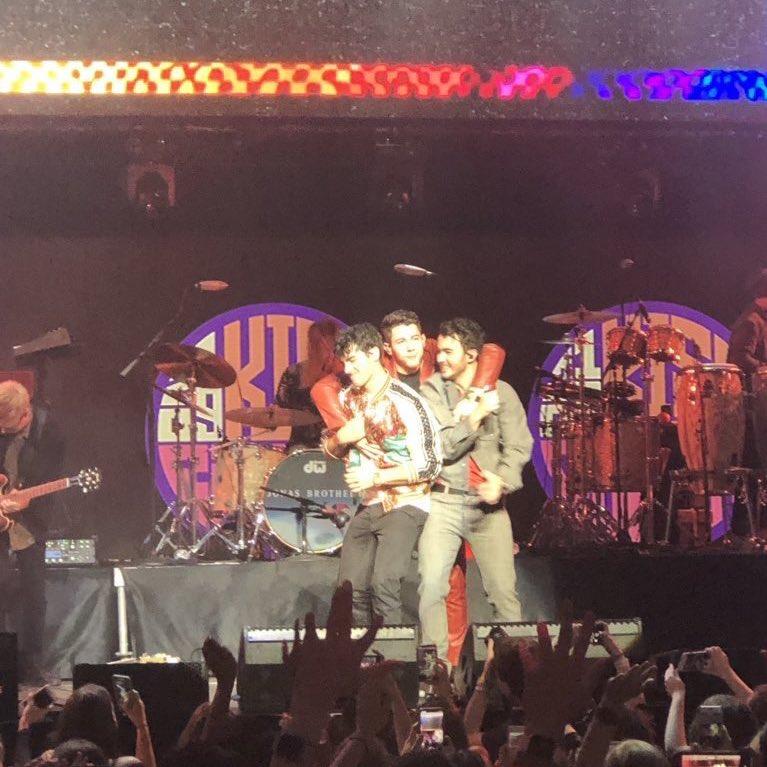    The jonas brothers performing tonight at #Kiss108KissConcert <br>http://pic.twitter.com/FKkmx22Zmi