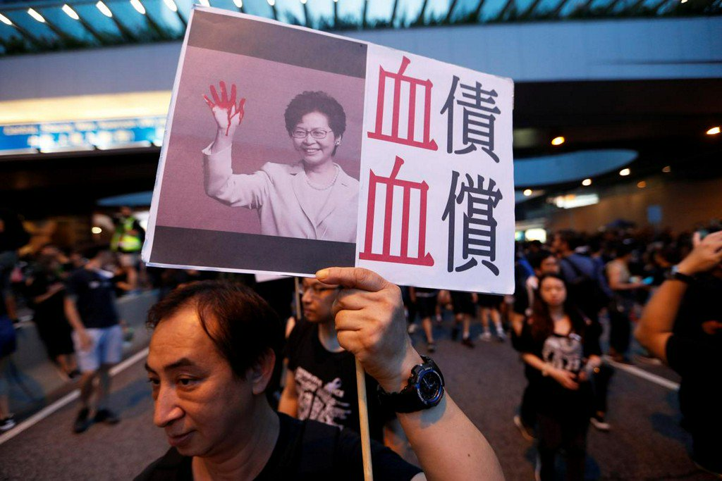 China state media criticize foreign 'hypocrisy' over Hong Kong after climbdown http://www.reuters.com/article/us-hongkong-extradition-china-idUSKCN1TH0W5?utm_campaign=trueAnthem%3A+Trending+Content&utm_content=5d06e05fe84fc20001cec976&utm_medium=trueAnthem&utm_source=twitter …