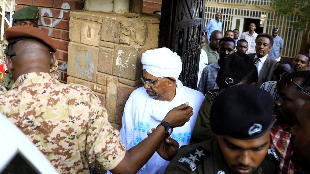Scepticism as Sudan moves to put Omar al-Bashir on trial https://t.co/KHIhAZ2qHi https://t.co/XjhPx8b9ZN