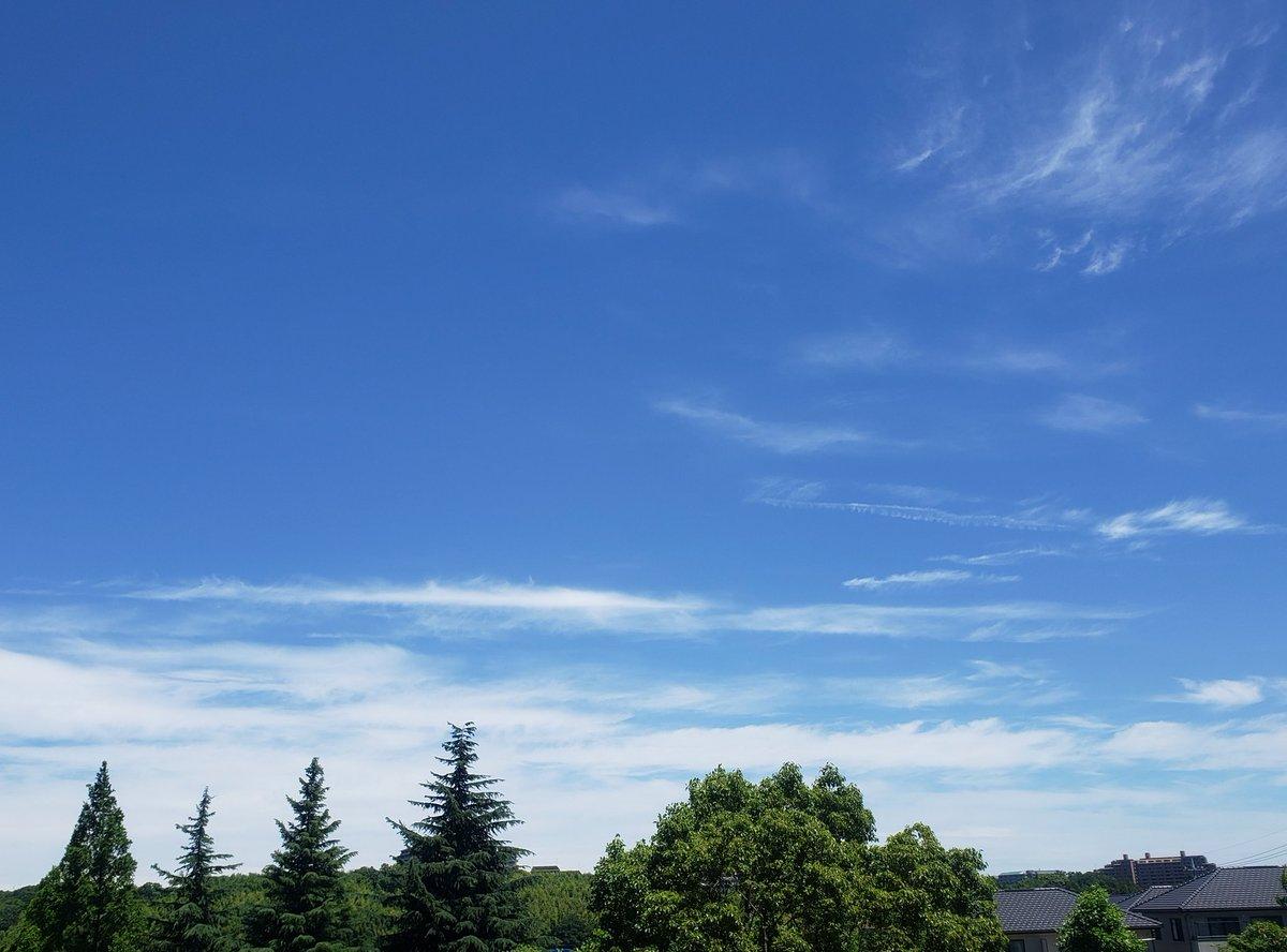 RT @marshmallo1021: こんにちは。(^^) 10:40 北東の空。☀️ 風が爽やかで気持ち良いです。😃🍀  (写真は無加工です。📷)  #空 #sky #雲 #cloud https://t.co/t0wguOuwAh
