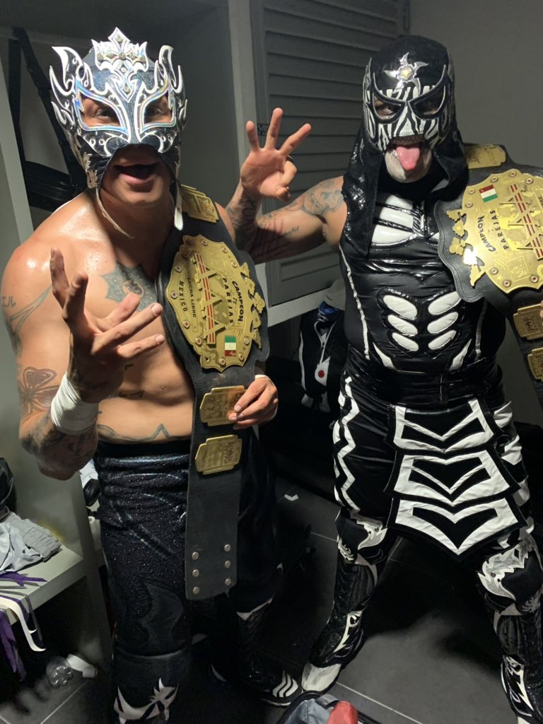 #AndNEW @luchalibreaaa World Tag Team Champions @PENTAELZEROM and @ReyFenixMx #LuchaBros<br>http://pic.twitter.com/8qc8q6Dug9