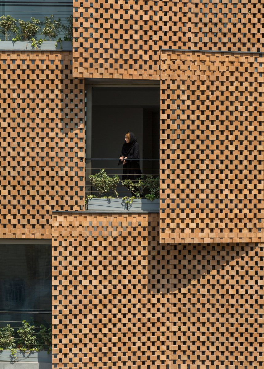Tehran apartment block by Fundamental Approach Architects features perforated brick screens:  https:// at.dezeen.com/2RgxkDl    <br>http://pic.twitter.com/jCTyrhr3DU