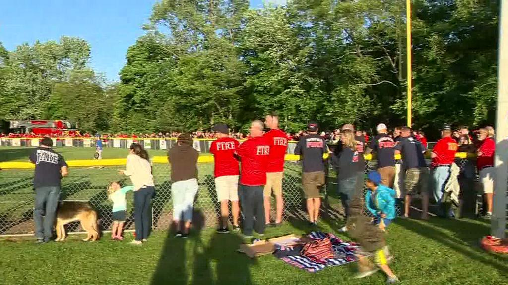 Firefighters attend Little League game to support son of lieutenant with cancer wyff4.com/article/firefi…