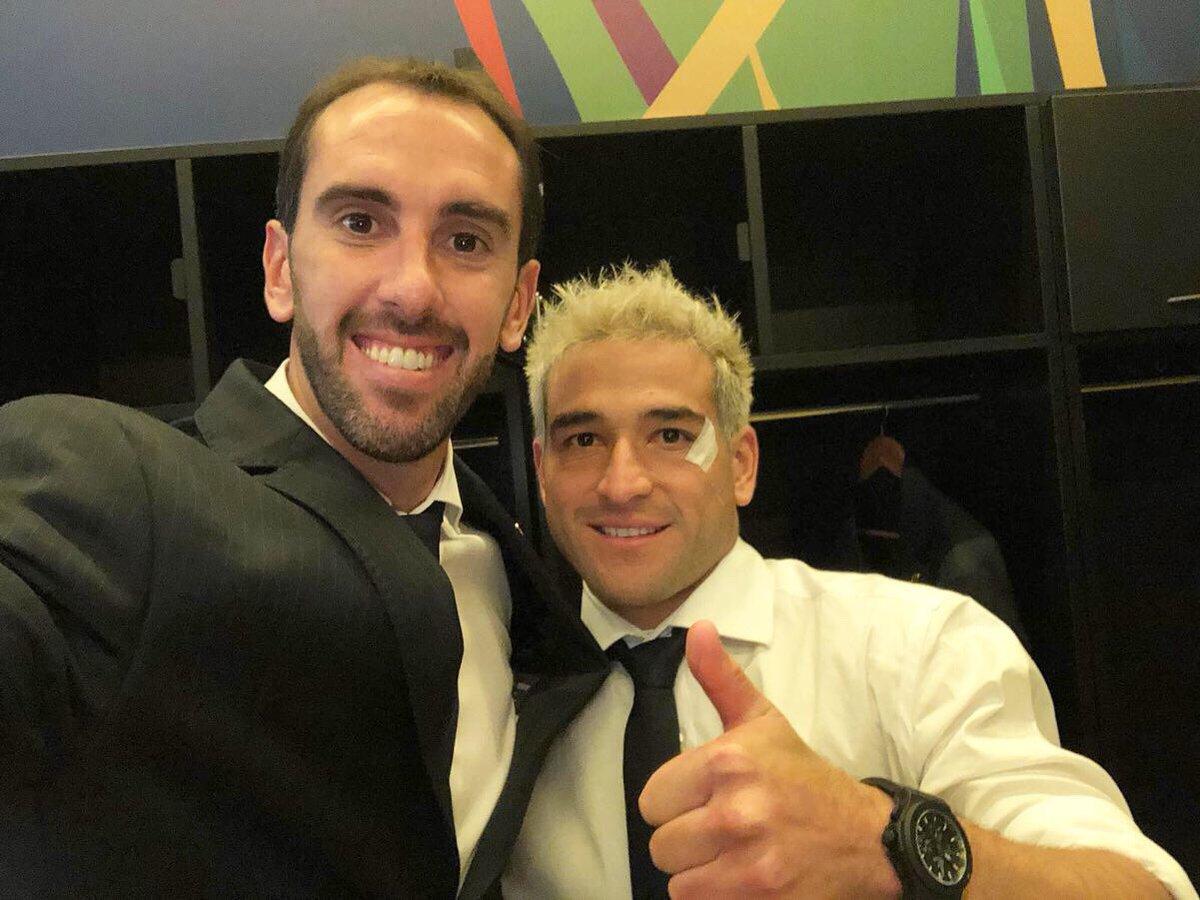 Contentos por la victoria de hoy en el debut, por el golazo de @NicolasLodeiro y poder festejar el cumple de @1_Muslera_25 con esta alegría!!! #UruguayNoma 🇺🇾