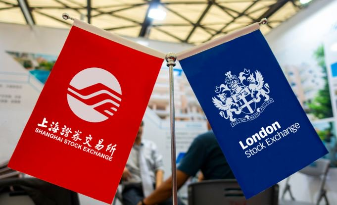 "JUST IN: The ""groundbreaking"" #London-#Shanghai Stock Connect was launched in London on Monday, making UK-listed firms the first foreign firms to be able to list in Chinese mainland."
