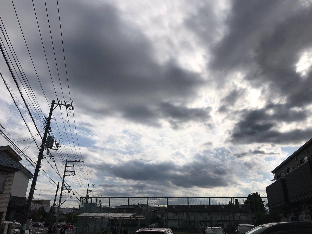 16時台の空♪週明けはどうしてもシンドい。今日もお疲れ様でした٩(๑・o・๑)  #sky #mysky #空がある風景 #iPhone #iPhone越しの私の世界 https://t.co/o24qQr3Lo6