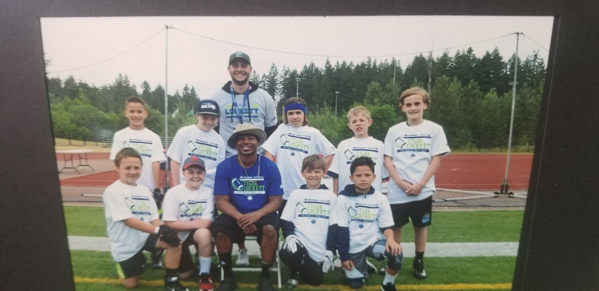 @TDLockett12 #tylercamp #seahawks #bestdayever https://t.co/q0F1xe996u