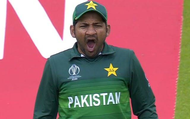 All people were so busy watching Rohit Sharma and Virat Kohli batting that no one noticed John Cena giving Sarfaraz a blowjob..  #INDvPAK    #WorldCup2019 <br>http://pic.twitter.com/eoqIna3vL8