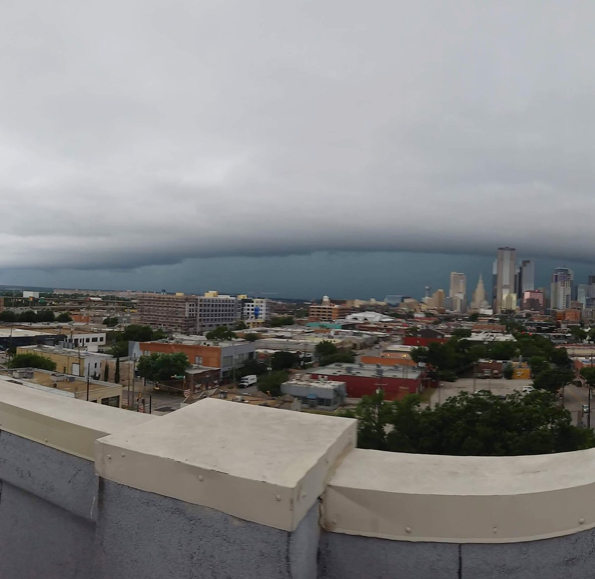 Watched this gorgeous beast of a storm roll into Dallas from the rooftop. 😮 Don't judge my bad cellphone photography. 😅 . . #deepellum #dallas #dallasweather #storm #stormfront