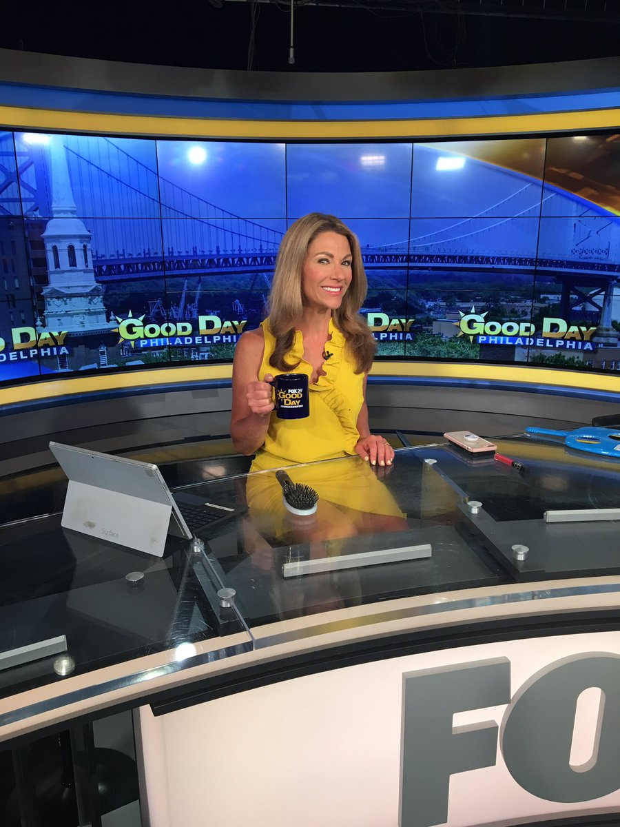 Got a case of the Monday blues? Not to worry. @KarenFox29 and the rest of the team will brighten up your morning from 4-6am on #GoodDayPhiladelphia. Tune in NOW! #FOX29GoodDay <br>http://pic.twitter.com/pcH6bLfrwH