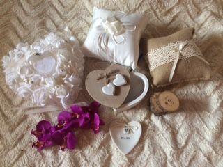 Warum Ringkissen oder Ringkästchen kaufen, wenn man es sich bei mir ausleihen kann?!  Dieser Service ist aber nur für meine Paare - dafür aber kostenfrei. #freieTrauung #Hochzeit #liebe #ehe #freierednerin #liebekenntkeinegrenzen #emotionen #trauung #eheversprechenpic.twitter.com/HTUilbd4BN