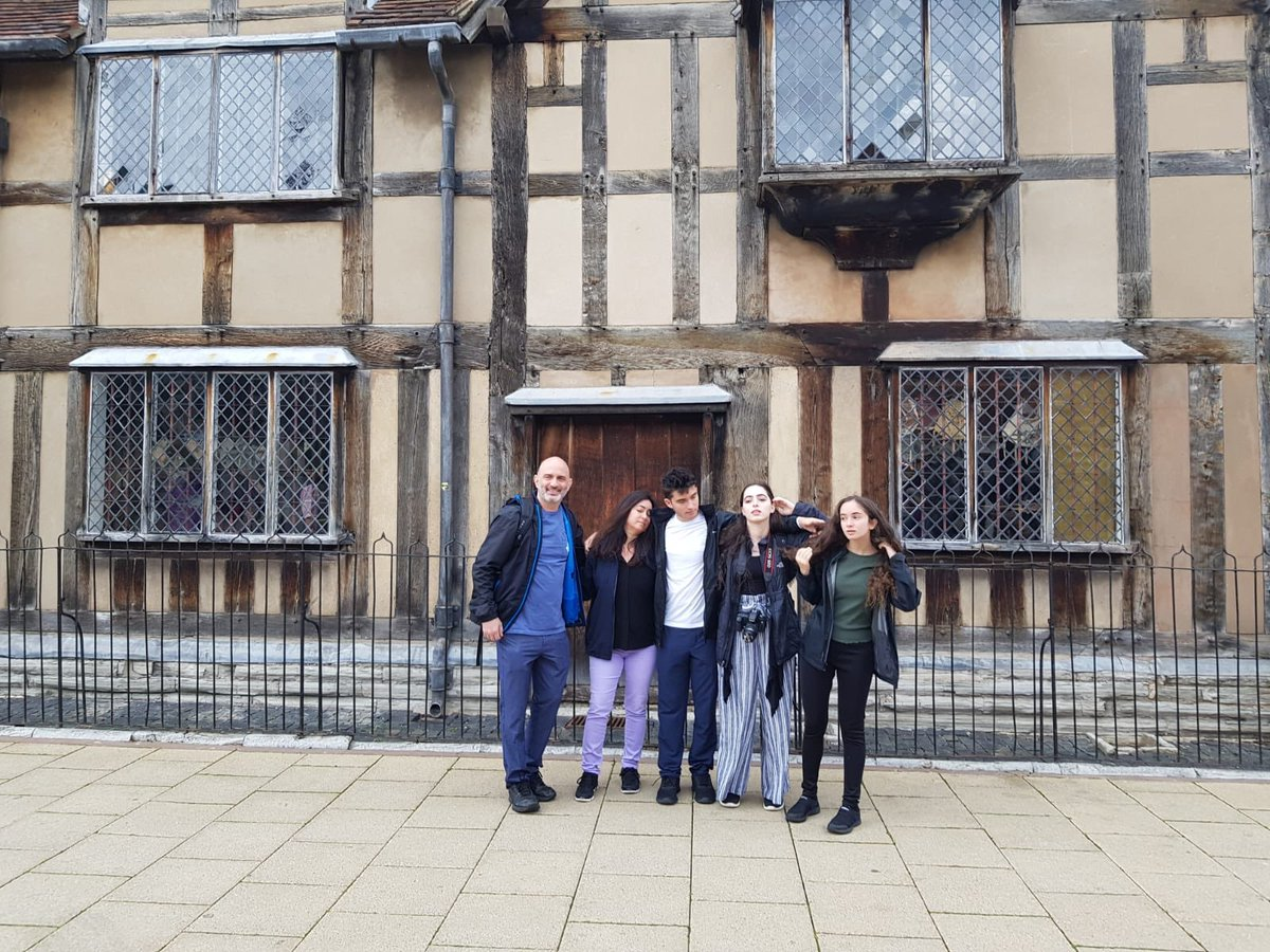 David, Karen, Alexa, Ethan and Avery having fun in Stratford upon Avon with our guide Moses #privatetour #privateguide #londontourist #blacktaxi #londonsights #history #sightseeing #tour  #visitengland #licensedlondontaxi  #londonsightseeing #Shakespeare #stratforduponavon<br>http://pic.twitter.com/4sBtges79c