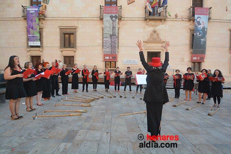 Culmina el Maratón de los Cuentos dedicado a las brujas con más de 1.600 cuentistas en el Palacio del Infantado - http://henaresaldia.c...
