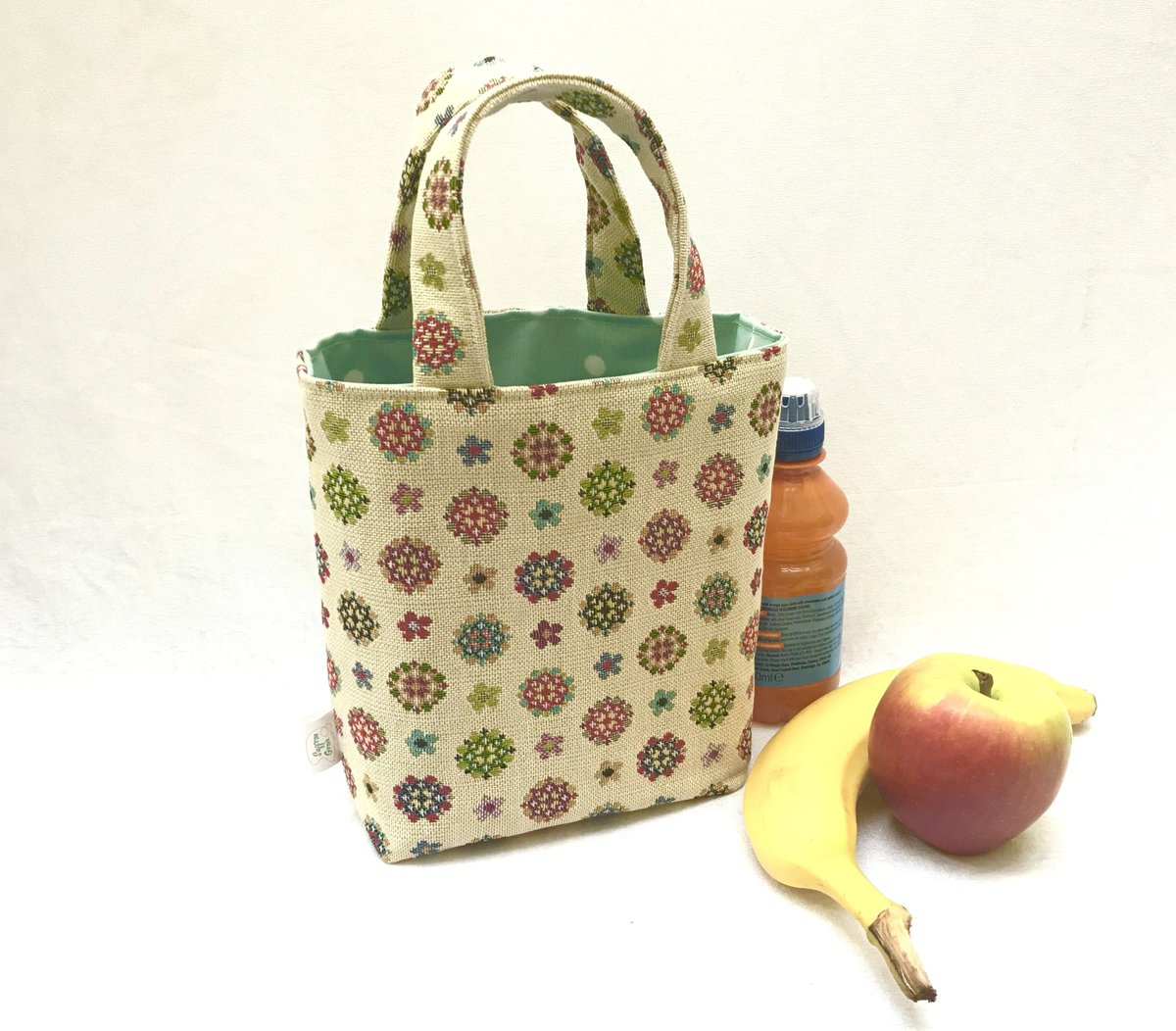 Good morning #earlybiz, don't forget your lunch today.  These and more available at  http://www. saffrongrove.com     #lunchbags #dinkytotes #londonislovinit #ukcraft #madeincornwall<br>http://pic.twitter.com/oVH1cEZJCQ