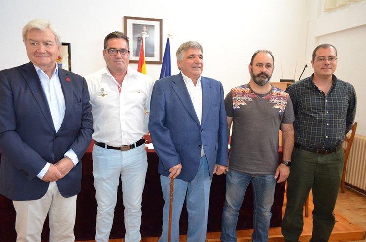 Eugenio Esteban toma posesión como alcalde de Tamajón - http://henaresaldia.com/eugenio-esteban-toma-posesion-como-alcalde-de-tamajon/…