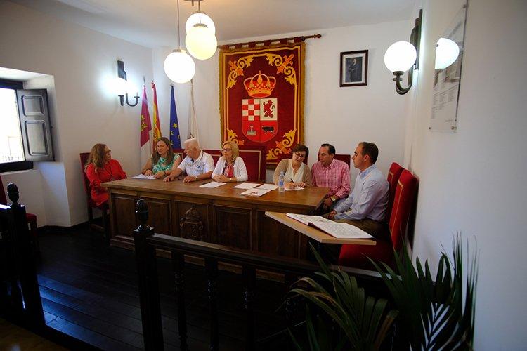 Montserrat Rivas reelegida como alcaldesa de Fuentenovilla por séptima legistatura consecutiva - http://henaresaldia.com/montserrat-riva...