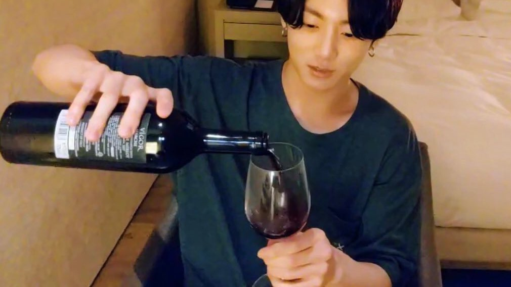 Korean stars enjoy Italian wine too! 🇮🇹 Jungkook, member of the globally 🌏 known Korean group @BTS_twt, was spotted drinking #Sangiovese wine during his last live stream. 🍷🍷 Youre officially invited to our next Aperitivo!💜 #Italy #ItalianWine #Wine #BTS #방탄소년단 #정국