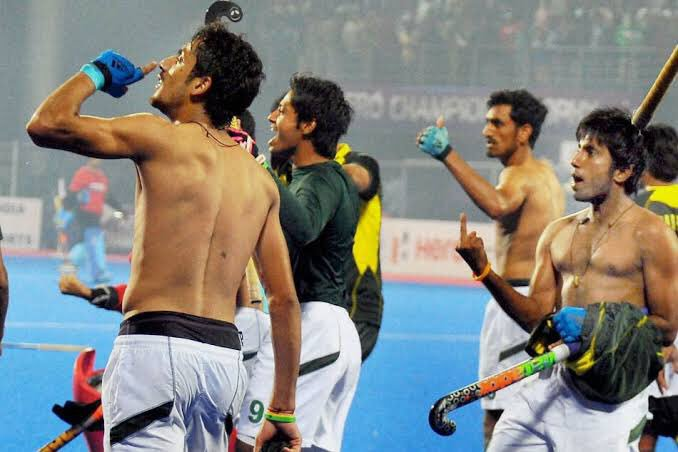 Peeps talkin about Paki humour in face of defeat should also remember this incident. How Paki hockey team humiliated Bhubaneswar crowd when they won match against India. You're too gullible lads. #INDvPAK