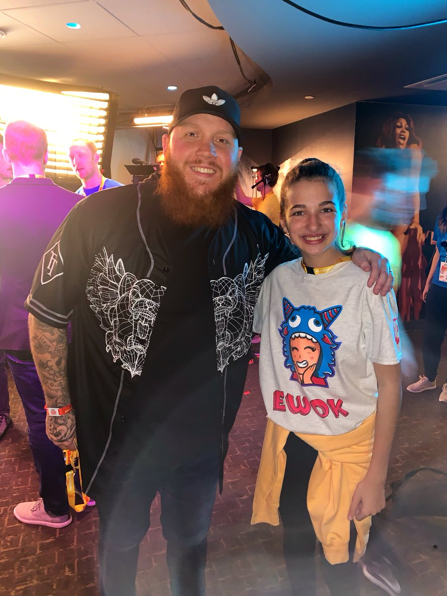Here's the guy who changed my life when he hosted me. Thank you so much @timthetatman 🤟 Finally got a chance to meet you and thank you in person. #tatmanarmy forever!!! ❤️