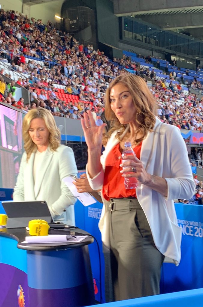 """We had former @USWNT GK @hopesolo at the game with her friends from @BBCSport saying """"hi"""" to the team last night #WWC2019 https://t.co/mZVpcNpPQI"""