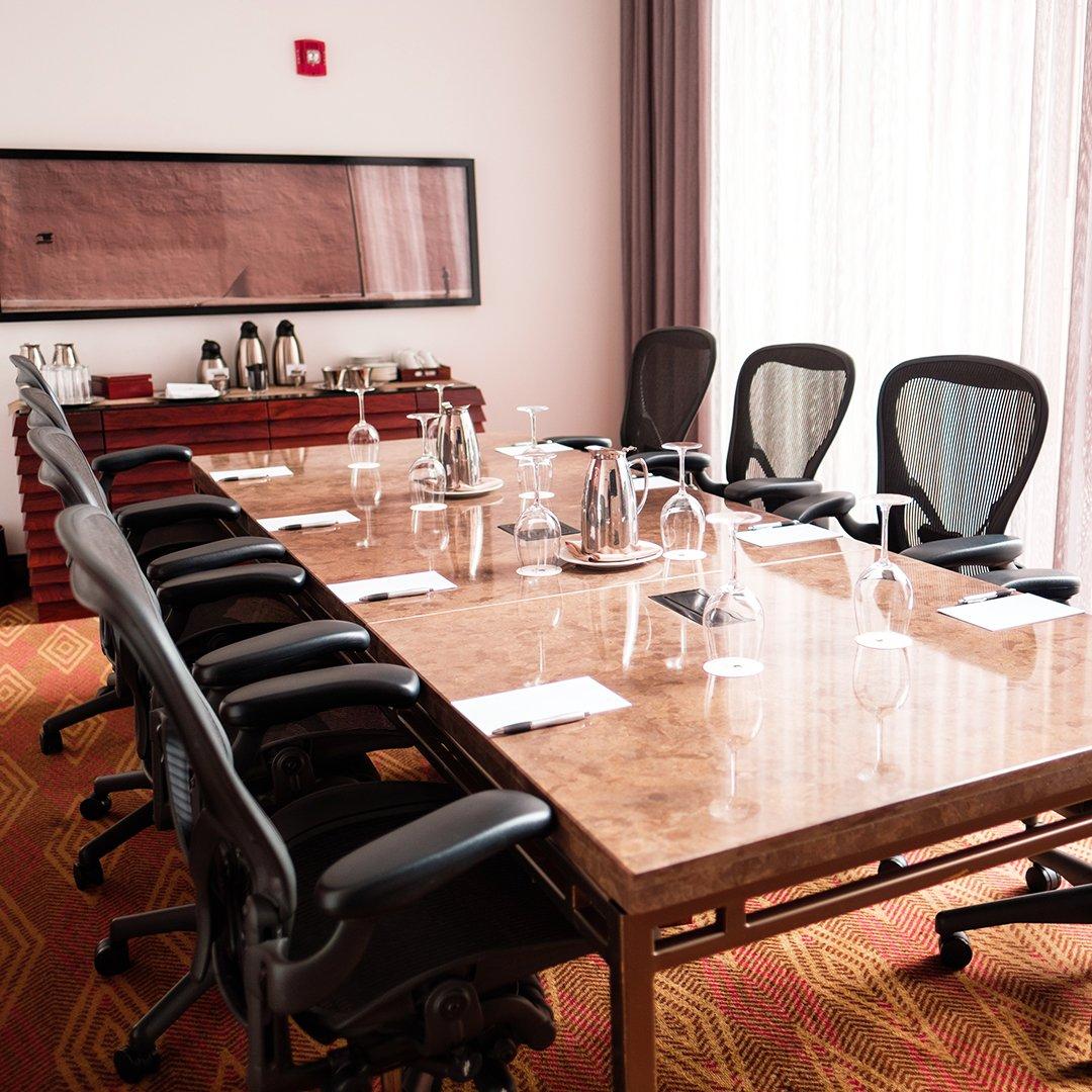 Encuentra salones para reuniones y eventos corporativos de distintos tamaños, ideales para celebrar reuniones privadas, conferencias y eventos de gran tamaño. ¡Solicita tu cotización! https://t.co/qb58lqlX21.  *Aplican términos y condiciones. Sujeto a disponibilidad https://t.co/AcW1rcDlQG