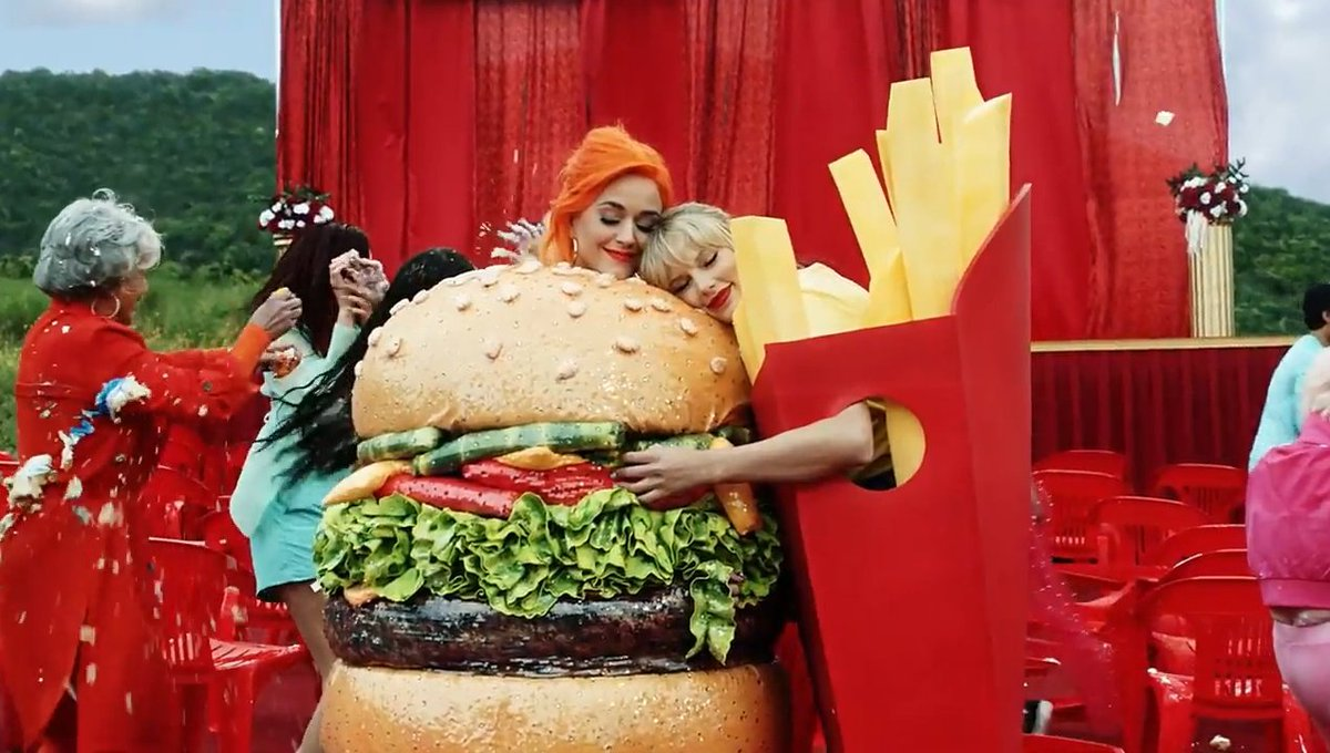 So i guess this is the reason why Taylor didn't attend this year's Met because it would be too obvious lol #YNTCDMusicVideo
