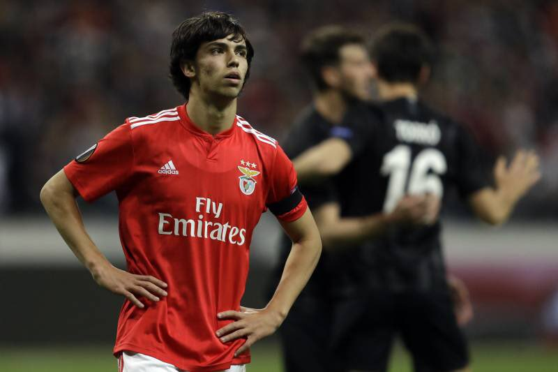 Joao Felix is currently in Madrid, waiting to know if he will sign for Atletico or whether he will travel to Manchester to complete a move to the Etihad Stadium. City have offered Felix a €30m salary over five years, a figure equalled by Atletico. [@Record_Portugal]