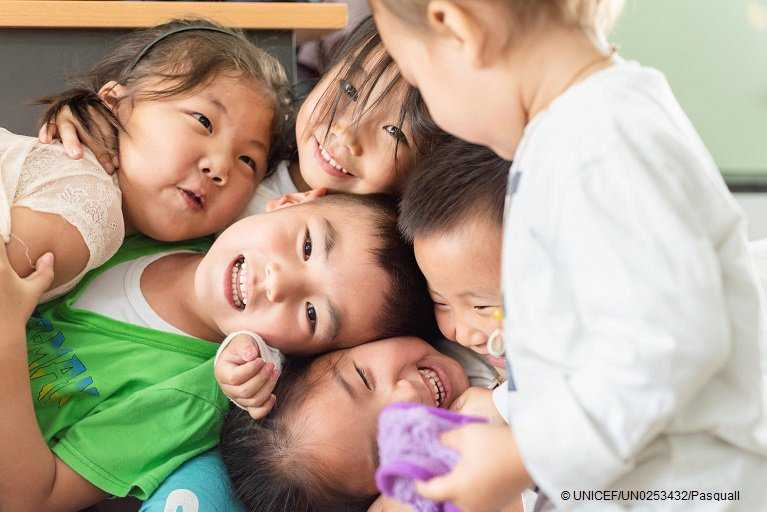 """""""Kindness is the language which the deaf can hear and the blind can see"""" - Mark Twain.   Together, we can create a kinder world where children are free from the fear of violence. @sdg2030 pic:@unicef_mongolia @un v/@srsgvac"""