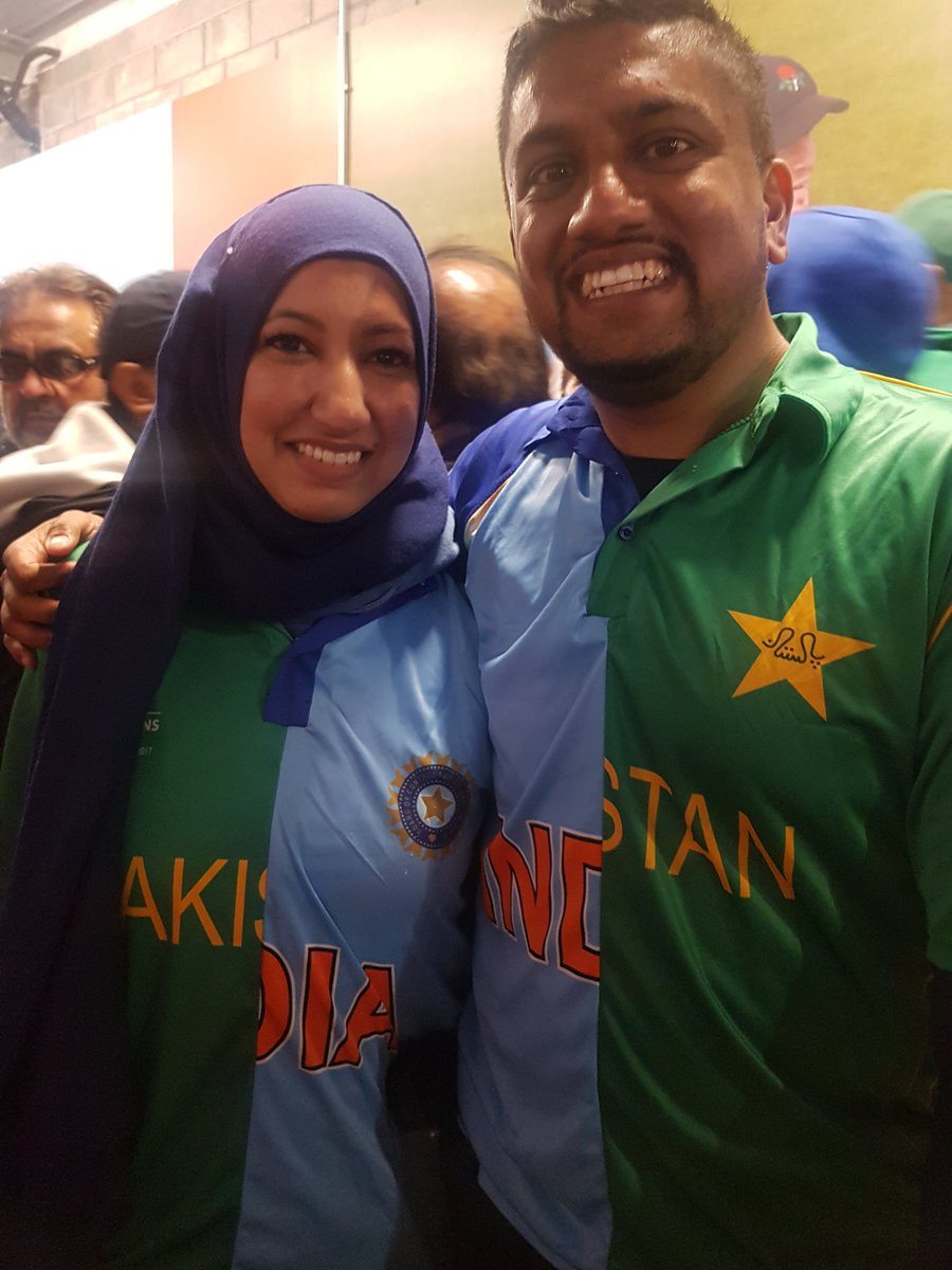 this couple at the #IndiaVsPakistan rooting for peace #SpiritofCricket