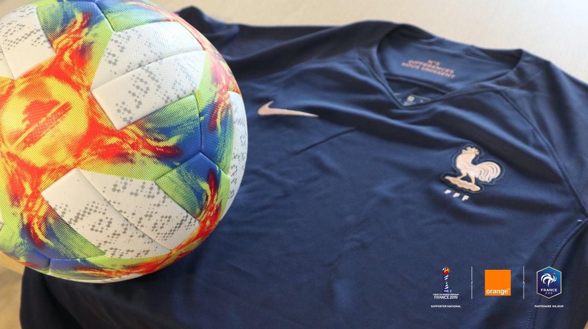 🇳🇬 #NIGFRA 🇫🇷 Qui dit JOUR DE MATCH pour l@equipedefrance dit... 🎁 Sois à 💯% Avec les Bleues en remportant leur maillot et un ballon officiel de la #FIFAWWC Pour ça : 🔄 RT + Follow @TeamOrangeFoot En route pour la 1️⃣ère place du groupe 💪 #OrangePasseurdEmotions