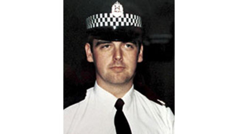 This morning @GreaterGlasgPol paused to reflect and to remember PC Lewis Fulton who was killed whilst serving the people of Glasgow 25 years ago today. We were honoured to be joined by Lewis's wife, Mother and son. @ScotPolMemorial @policescotland @ScotsPolFed #LestWeForget <br>http://pic.twitter.com/LLdziLNepH