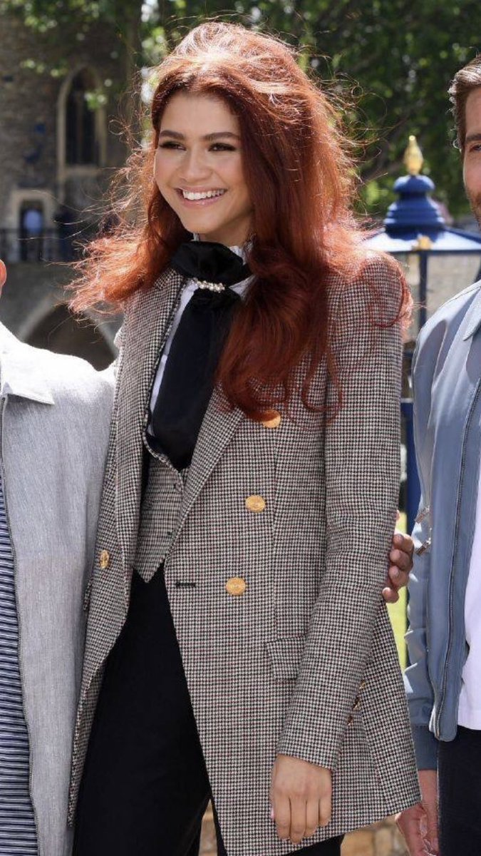 BITCH I HAVEN'T EVEN FULLY DEALT WITH EUPHORIA AND THEN FUCKING ZENDAYA GOES FULL MARY JANE WITH RED HAIR I CAN'T