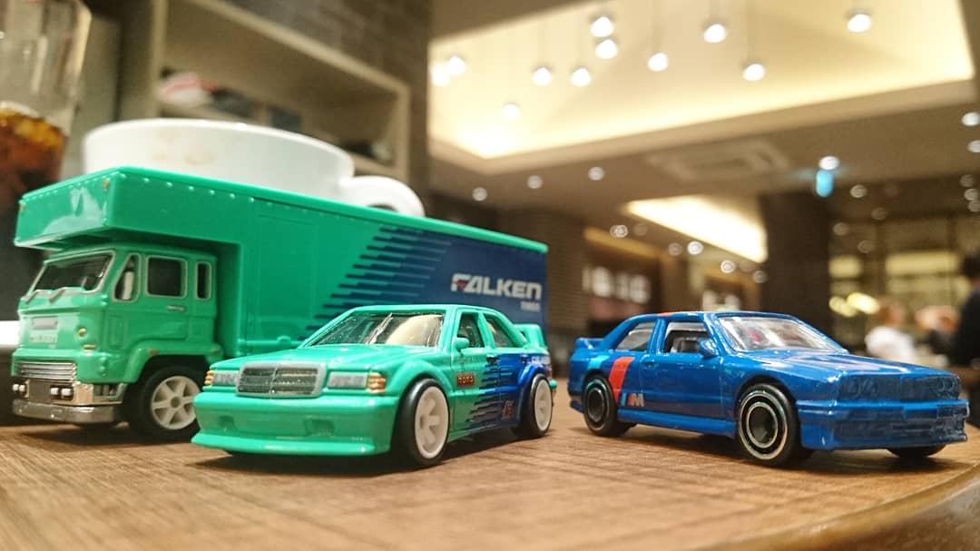 ツーリングカー選手権のライバル、BMW M3と!  #ミニカー #ホットウィール #メルセデス #メルセデスベンツ #チームトランスポート #miniature #modelcar #miniaturecar #hotwheels #mercedes #mercedesbenz #190E #fleetflyer #teamtransport #bmw #M3