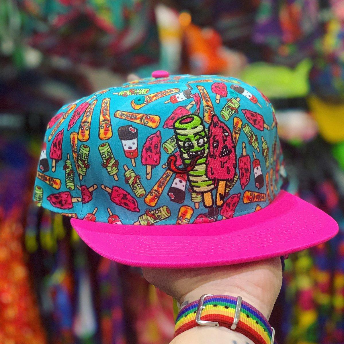 Want to turn heads? Check out our crazy colourful range of SnapBacks!   https://offendmyeyes.co.uk/hats-and-caps/215-suckers-snapback-cap.html…  #snapback #snapbackcap #cap #peak #hat #snapbackswag #snapbackoriginal #snapbackboy #snapbackcustom pic.twitter.com/je7WxjijB6