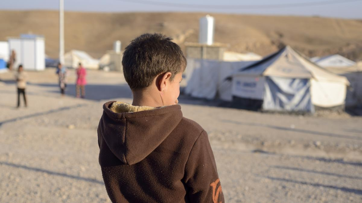 Amar is only 10 years old and is from #Iraq 🇮🇶 His severe trauma meant he couldn't make eye contact with people 😔 Find out what happened when he met our child #psychologist -> http://bit.ly/2MQ9Nu5 📸 @marciachandra