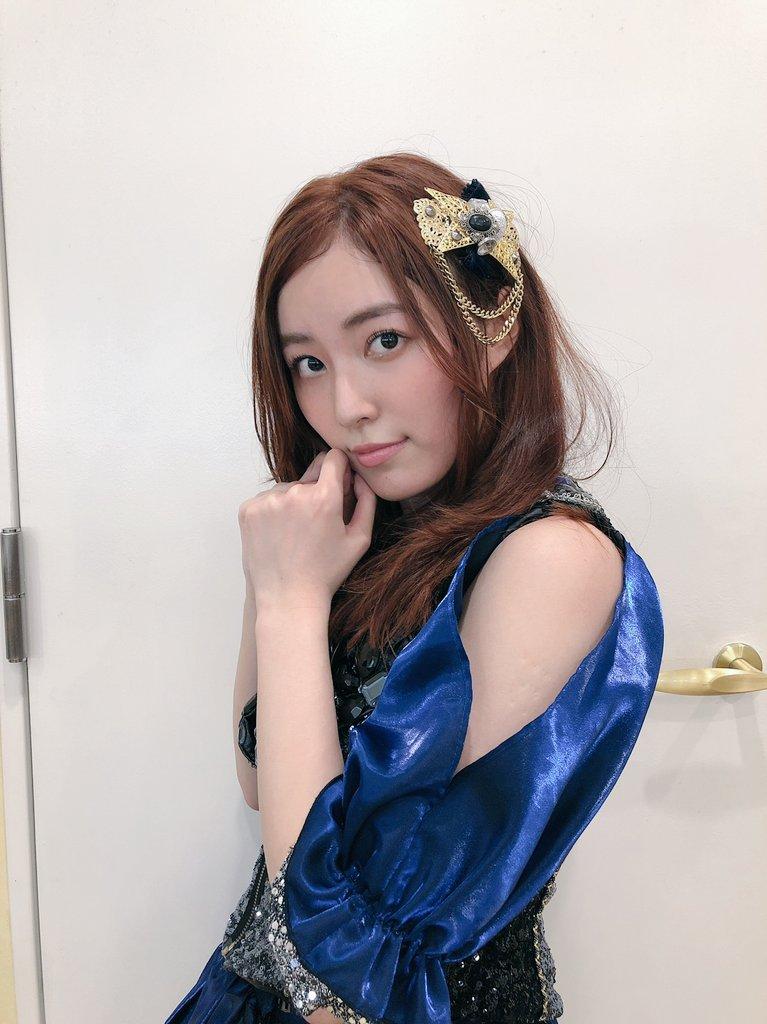 松井珠理奈さん、渾身のかわいいポーズと表情をご覧ください。
