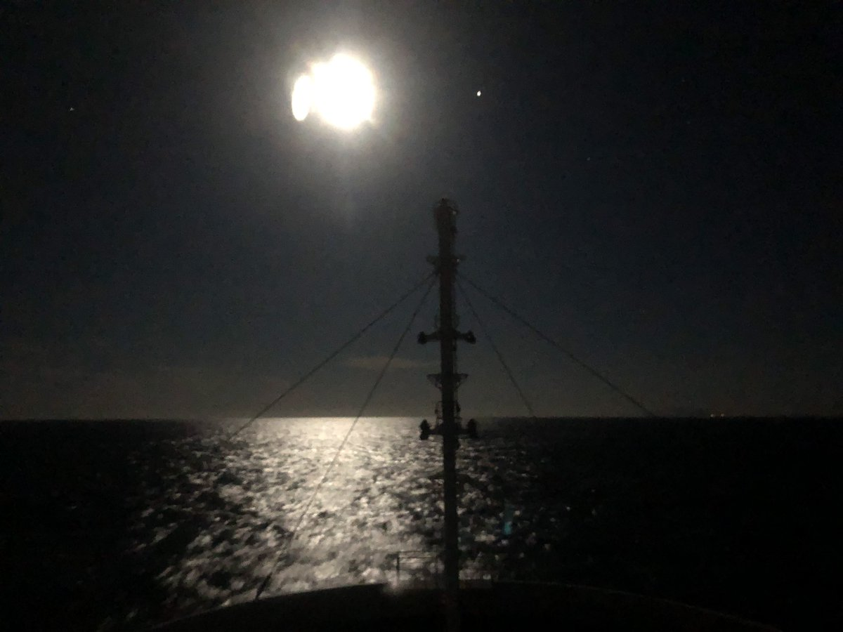 Tonight is a night called a strawberry moon where the moon is beautiful🍓  #fullmoon #strawberrymoon #voyage #tsugarustrait #officer #sailor #seamenslife #roroship #rorovessel #carcarriervessel #lifeonship