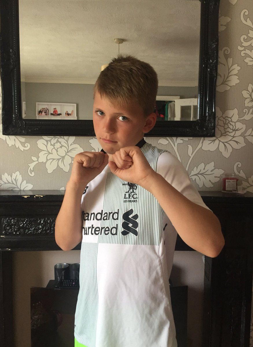 After a weekend of football, football and more football I'm looking forward to today off so off to my usual Kenshiro Muay Thai Boxing Training session instead 🥊 just to keep my fitness levels up #WorHardPlayHarder Back making more videos soon ⚽️ @LFC #Red4Life #YNWA #BGB 🔥🔥🔥