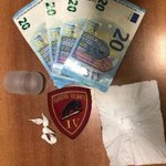 Image for the Tweet beginning: Sorpresi a spacciare cocaina. Arrestati