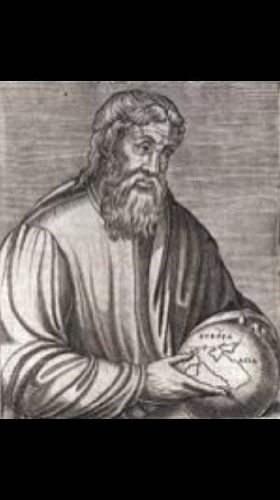 يذكر المؤرخ سترابو المتوفى سنة٢٤م أن #العرب هي الأمة الوحيدة التي لم تبعث سفراءها لتقدم الولاء للإسكندر المقدوني .  #تاريخنا_العظيم