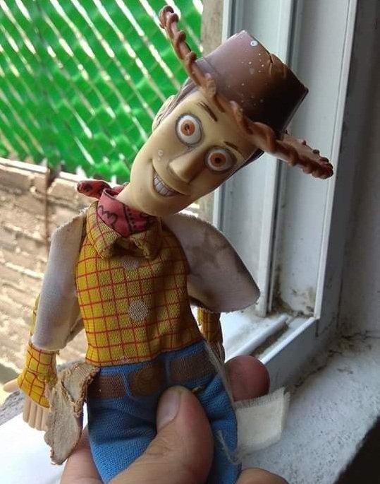 No les quiero arruinar Toy Story 4 pero al final Woody se vuelve adicto al bazuco.