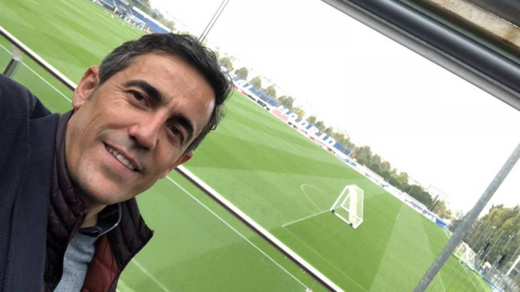 Lopetegui's head of scouting says sorry after the manager'sfiring  https://www. archysport.com/2018/10/lopete guis-head-of-scouting-says-sorry-after-the-managers-firing/  … <br>http://pic.twitter.com/l60v8Z2DC2