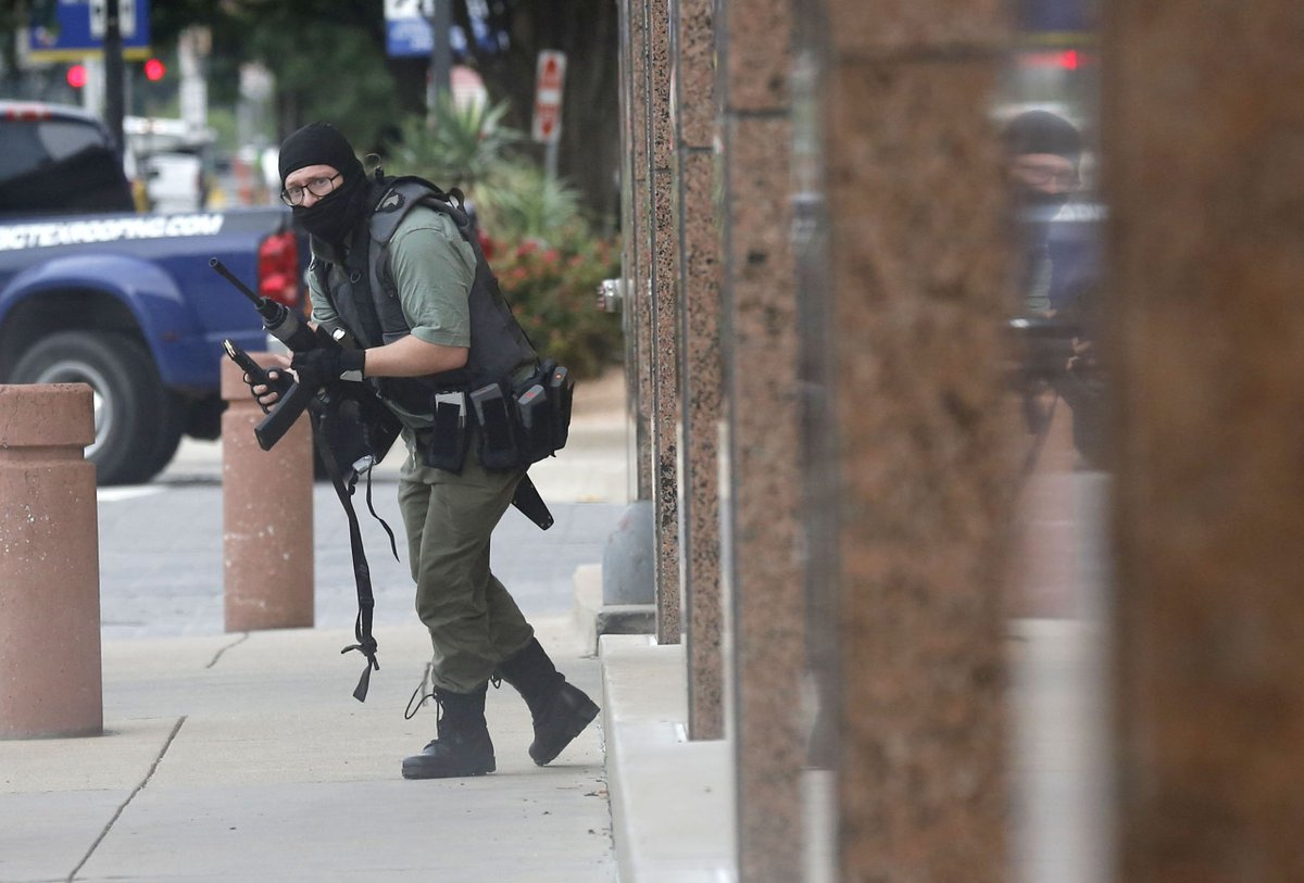 Dallas Police Fatally Shoot Heavily Armed Gunman Outside Federal Courthouse Building