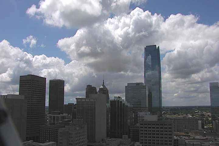 It's 76F in #OklahomaCity w haze & 10.29mph winds, 69% humidity #okc https://t.co/n5h6n6rwP2 https://t.co/9zGgPnzxVn