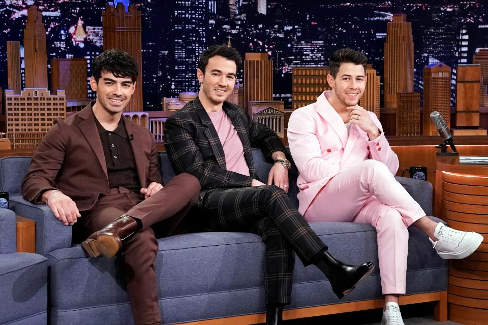 Almost exactly a decade after their last album was released and made its way to No. 1 on the Billboard 200, the @jonasbrothers are back in the top spot with #HappinessBegins  http:// on.forbes.com/6015EqGUW    <br>http://pic.twitter.com/Bq96hbFMHS