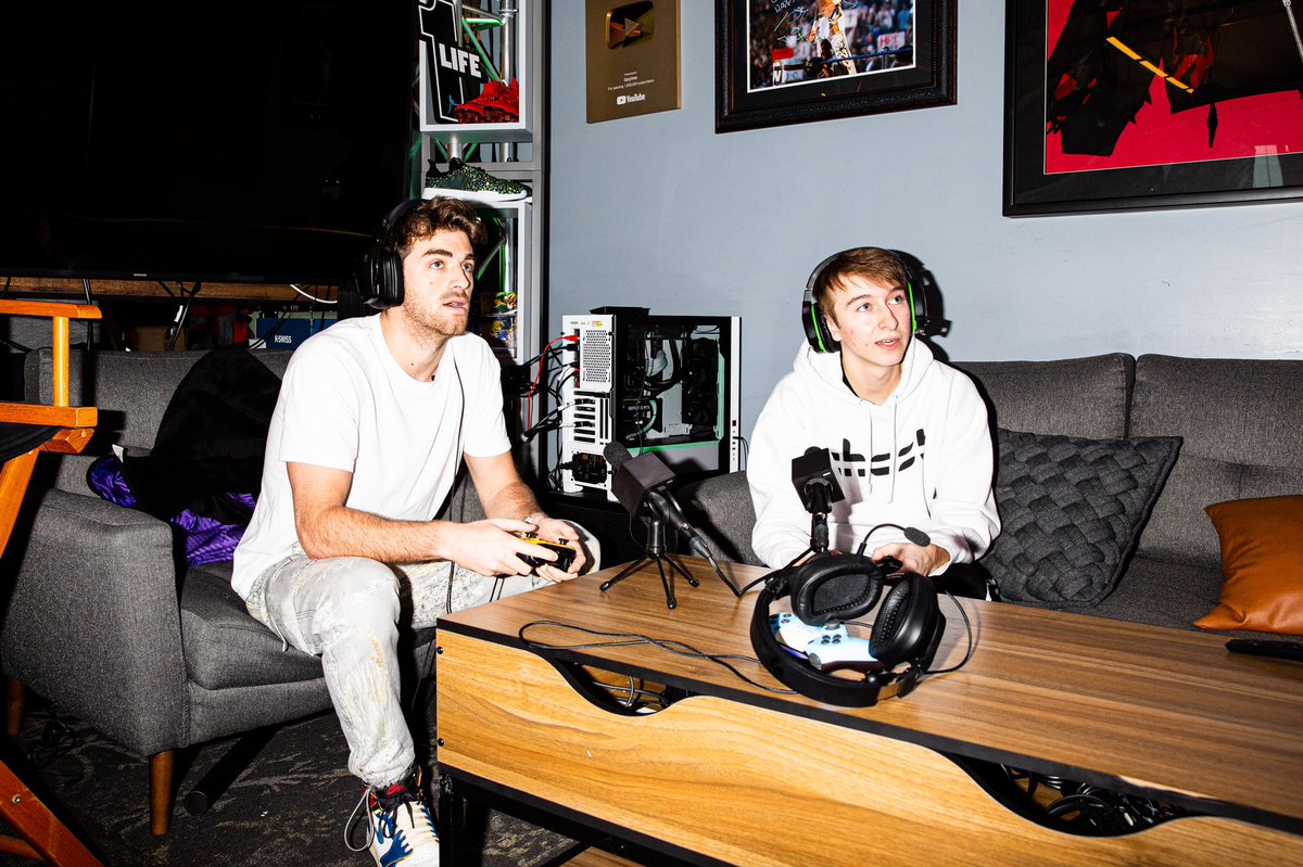 🎮 Happening now! Come watch @DrewTaggart of @TheChainsmokers play @FortniteGame with @SnoodFN in our Twitch Studio with a surprise guest or two from @NBA2KLeague WATCH: Twitch.TV/one37pm